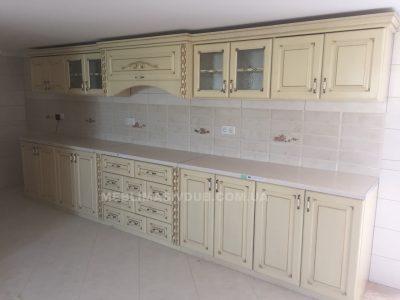 Кухня з натурального дерева біла