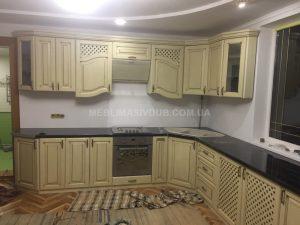Меблі для кухні з натурального дерева